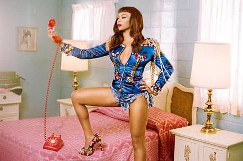 Клип на песню Telephone – не первое сотрудничество ГаГи и Бейонсе. Ранее они уже записывали совместное видео на композицию Video Phone.