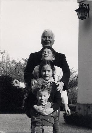 Чарли Чаплин с детьми