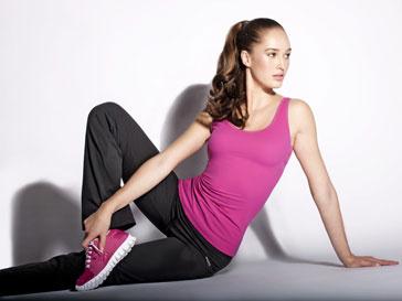 Reebok первым среди мировых спортивных брендов представляет женскую коллекцию моделирующей спортивной одежды