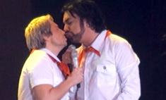 Николай Басков публично поцеловал Филиппа Киркорова