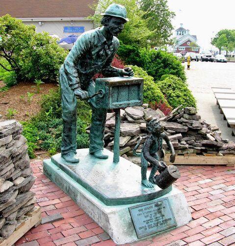 Памятник шарманщику, США.
