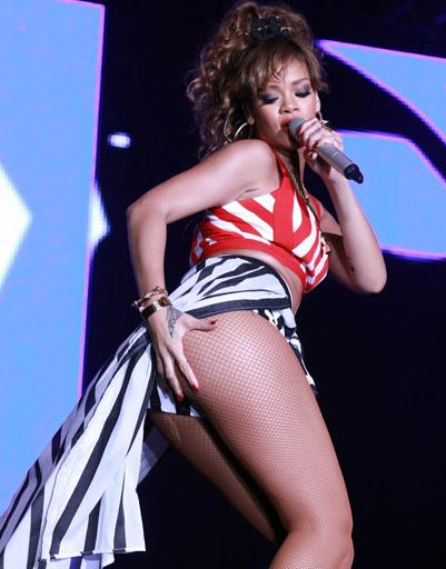 """Рианна (Rihanna) стала """"Самой сексуальной"""" по версии Esquire."""