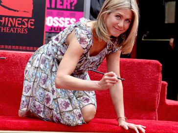 Дженнифер Энистон (Jennifer Aniston) удостоилась появления на Аллее славы