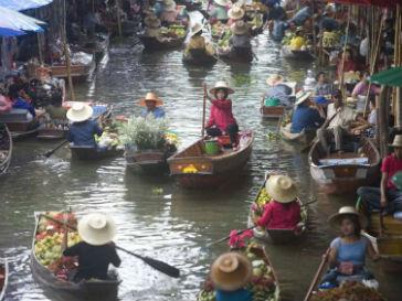 Наводнение затопило половину районов Бангкока