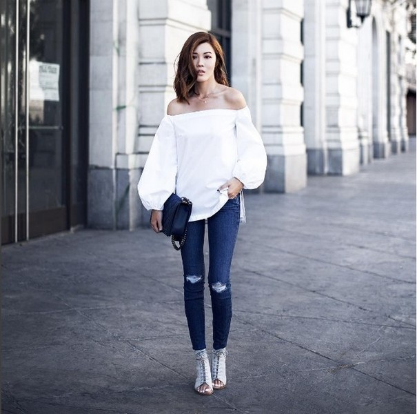 Как носить топы и платья с открытыми плечами: советы и фото