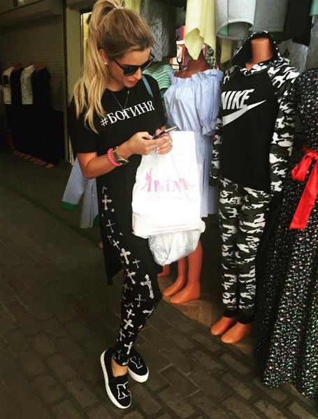 Ксения Бородина во время шопинга на рынке