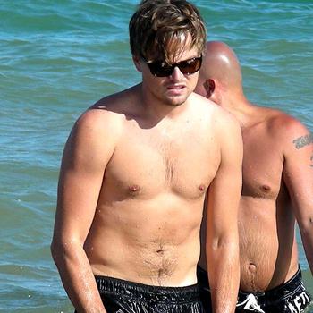 Знаменитый актер не покидал пляжи Ибицы весь август и снова наведался туда в сентябре.