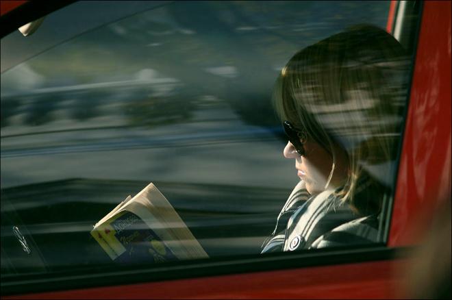 пробки, чем заняться в пробке, читаем книги в пробке