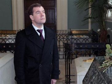 Дмитрий Медведев подписал указ, запрещающий Муаммару Каддафи пересекать российскую границу