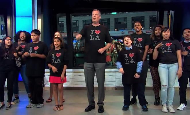 Мэр Нью-Йорка спел в эфире телешоу