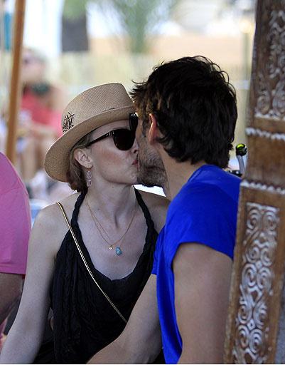 Кайли Миноуг (Kylie Minogue) и ее бойфренд Андрес Веленкосо (Andres Velencoso)