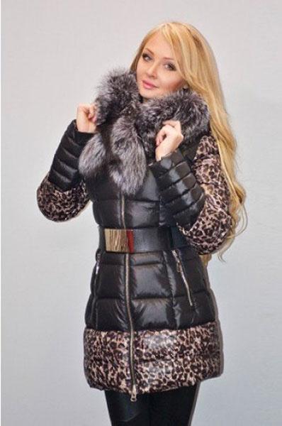 Дарья Пынзарь в пуховике с леопардом