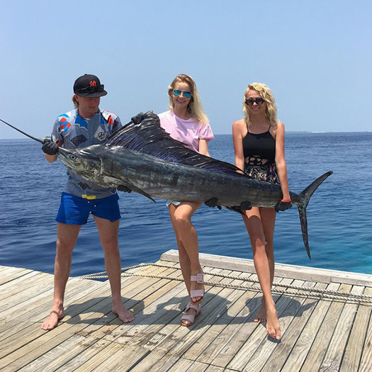 Евгений Плющенко выловил рыбу длиной 2 метра