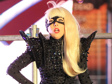 Представители религиозных организаций хотели силой выдворить Леди ГаГа (Lady GaGa) из Индонезии