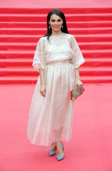 Сати Казанова выбрала свадебное платье