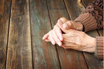Почему мы с таким пренебрежением относимся к представителям старшего поколения? И только ли в культе молодости тут дело?