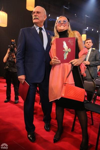 Золотой орел – 2016: Никита Михалков с женой фото