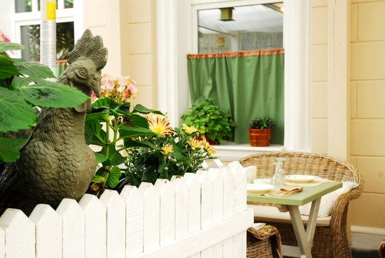 Летом в «Пихто» открыта веранда - идеальное место, где можно пить чай с домашним вареньем и баранками.