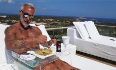 Миллионер Вакки ест пасту с газировкой и не толстеет