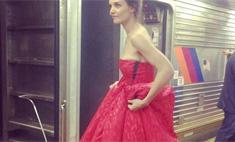 Кэти Холмс спустилась в метро в вечернем платье