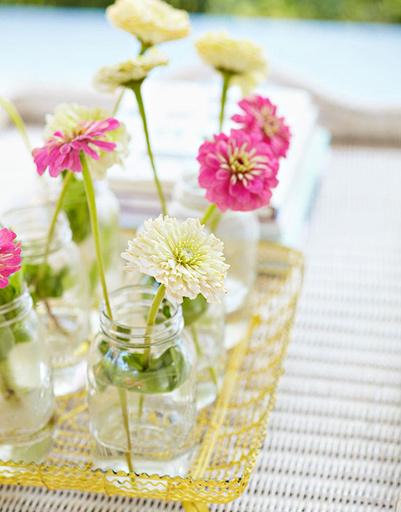 Пластиковые вазы для цветов