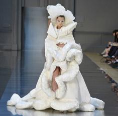 Неделя высокой моды в Париже: самые эпатажные показы