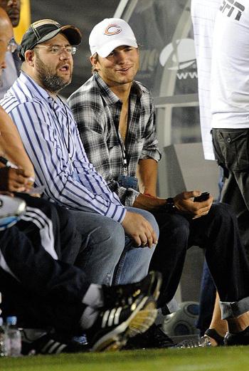 Эштон Катчер занял лучшее место – рядом с тренером «Челси»
