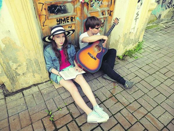 Двое: вокал и гитара