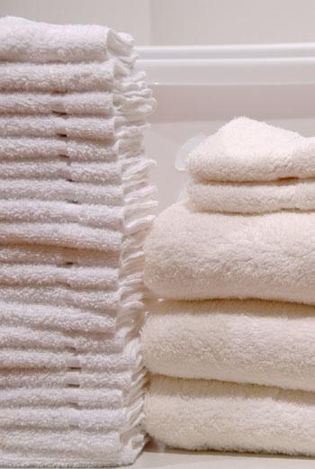 От инфекций, притаившихся в волокнах грязных простыней и полотенец, исходит нешуточная опасность