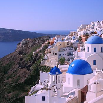 Горящий тур на греческий остров Санторини удастся приобрести туристам, у которых в паспорте открыт Шенген.