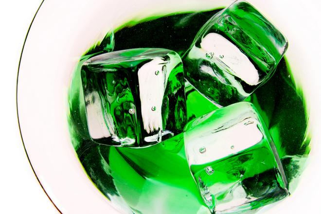 Основным компонентом напитка является настой эстрагона (он же тархун)