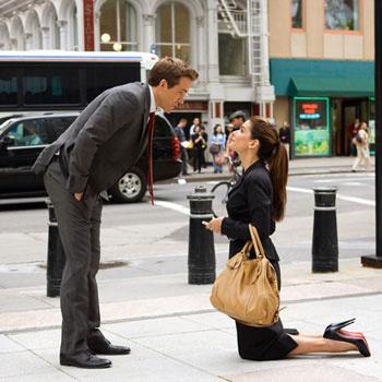 Чего не сделаешь ради работы! Героиня Сандры Баллок в фильме «Предложение», например, вышла замуж.