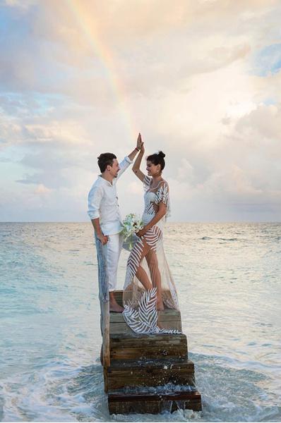 Изабели Фонтана в откровенном свадебном платье