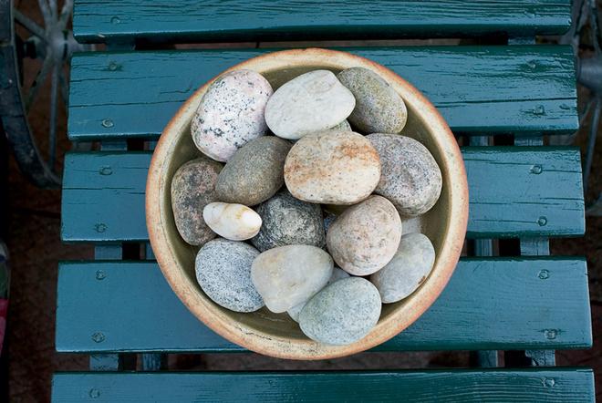 Эйя видит особую красоту в обычных камнях.