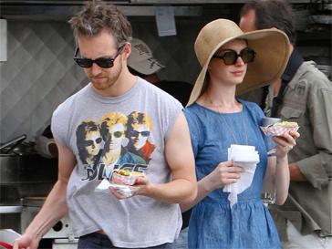 Энн Хэтэуэй (Anne Hathaway) и Адам Шульман станут родителями.