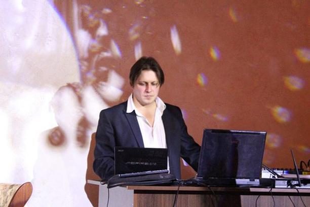 Александр Лутовинов, Физрук-психолог