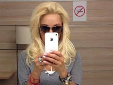 Красивая причёска с распущенными волосами