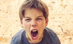 Детская агрессия: почему они нападают на родителей