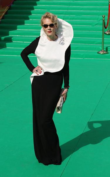 Рената Литвинова в платье Vika Gazinskaya