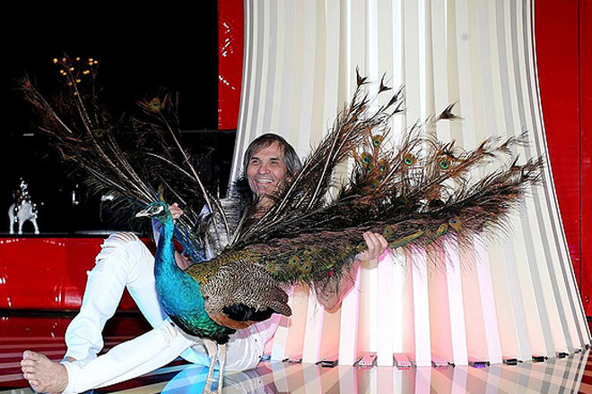 Бари Алибасов с павлином фото