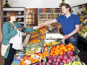 Россияне потребляют почти в два с половиной раза меньше жизненно важных продуктов, чем это необходимо
