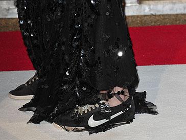 Кристен Стюарт не может долго ходить на каблуках