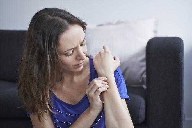 Что делать, если болит кисть руки?