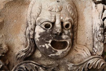 Рельефная маска античного театра в Мирах