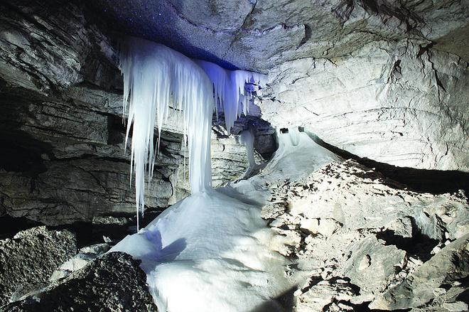 Один из гротов в кунгурской пещере, фото