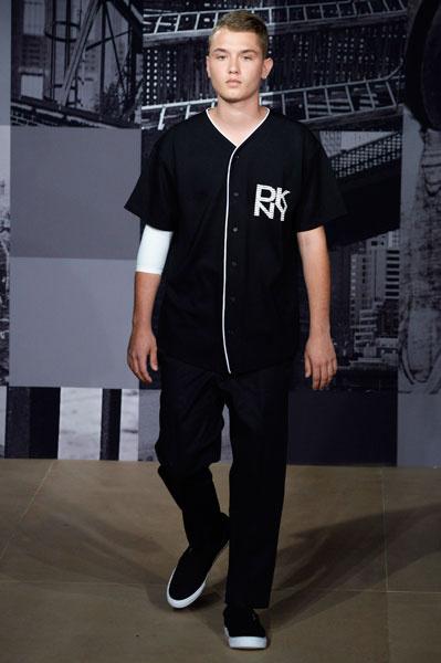 Рафферти Лоу на показе DKNY, июнь 2014 года