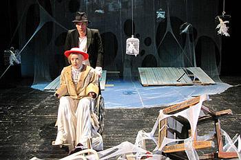 Роль Аркадиной исполняет Ольга Кузина, Тригорин – Юрий Анпилогов.