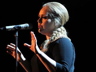 Продюсеры бондианы опровергли участие Адель (Adele) в написании саундтрека к фильму