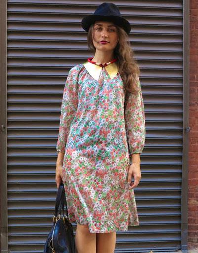 Шляпы отлично смотрятся не только с брюками, но и с женственными платьями в цветочек