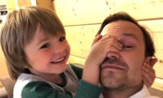 Битва за морковь и папа-трамплин: самые милые фото звезд с детьми
